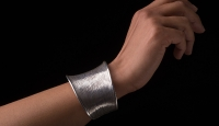 Flaxsheave-Silver-Bangle-Feature-1