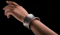 Bulrush-Silver-Bangle-Feature