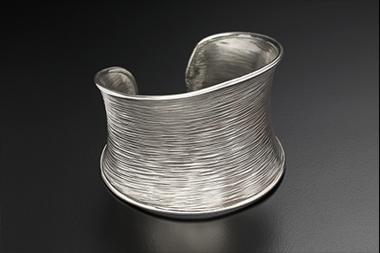 Flaxheave Silver Bangle